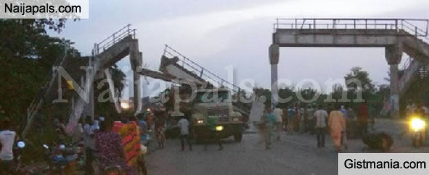 Pedestrian Bridge In Ikire, Osun State Collapses (See Photo)