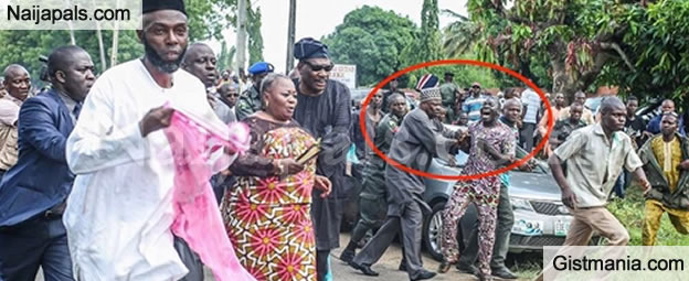 Governor Amosun Fights A Thug Who Tried To Attack A Female Politician At Adeleke's Burial