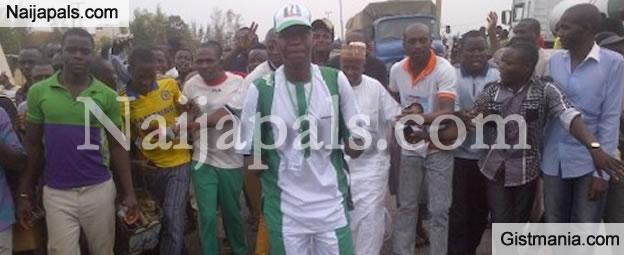 TREKKING FEVER! Double Amputee Joins Buhari Trekkers, Set Out To Abuja From Kaduna