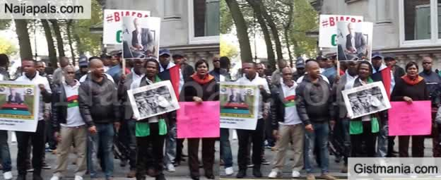 Breaking News: Biafra Protesters Storm Westminster As Buhari Meets The Queen In UK