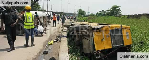 29 People Escape Death As Commercial Bus Plunges Into Canal In Front Of National Theatre, Lagos