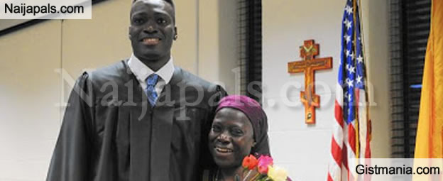 Nice! Classmates Sponsored this Nigerian Student's Mother to Attend his Graduation in US