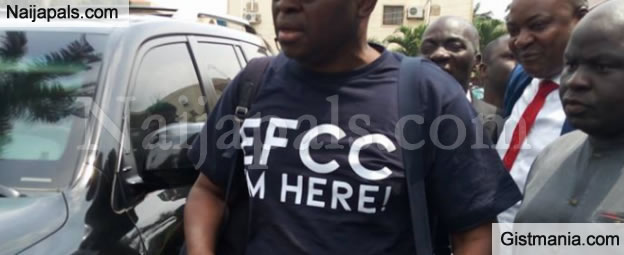 Ex-Governor Of Ekiti State, Ayodele Fayose Arrives EFCC Office With His Bag Of Cloths (Video)