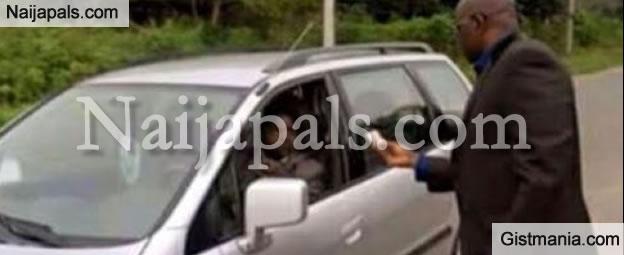 WASTED GOVERNOR! Gov. Fayose Seen Checking Drivers Licenses On Ekiti Street