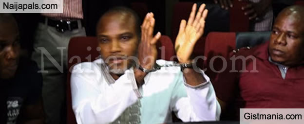 Drama In Court As IPOB Leader Nnamdi Kanu Refuse To Have Handcuff Removed
