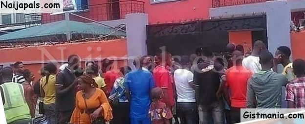 MMM RELOADED! Nigerians Storm Loom Headquarters In Lagos To Demand For Their Money (Photo)