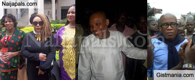 Nnamdi Kanu's Family Members Pose With Pro-Biafran Supporters After Court Session