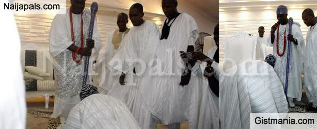 Power-Show: 82 Years Old Obasanjo Prostrates To 41 Years Old Ooni Of Ife