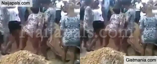 Prostitute Shale Their Bum Bum at The Funeral of a Dead Colleague to Pay Tribute